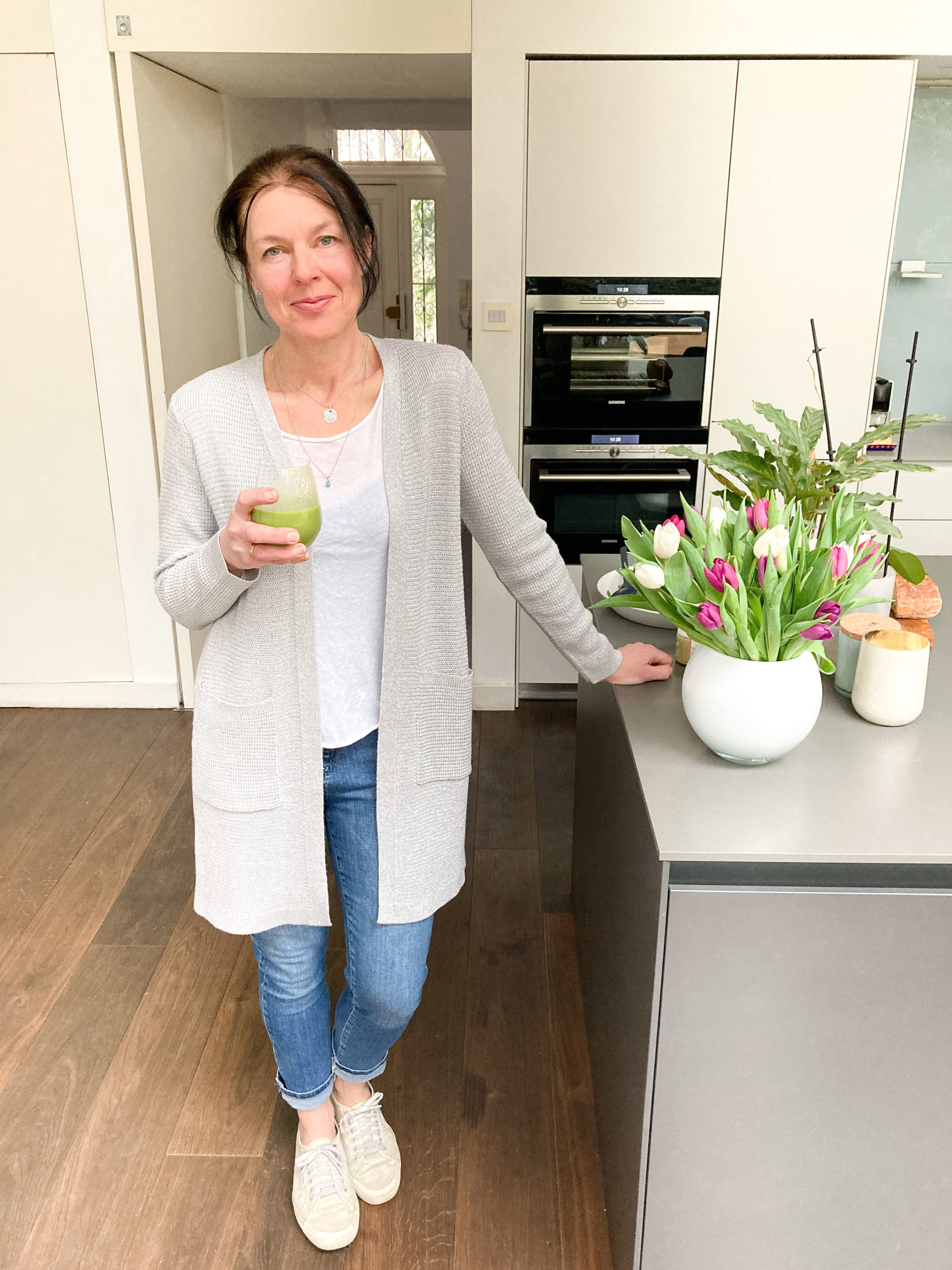 Lisa with green smoothie in the kitchen